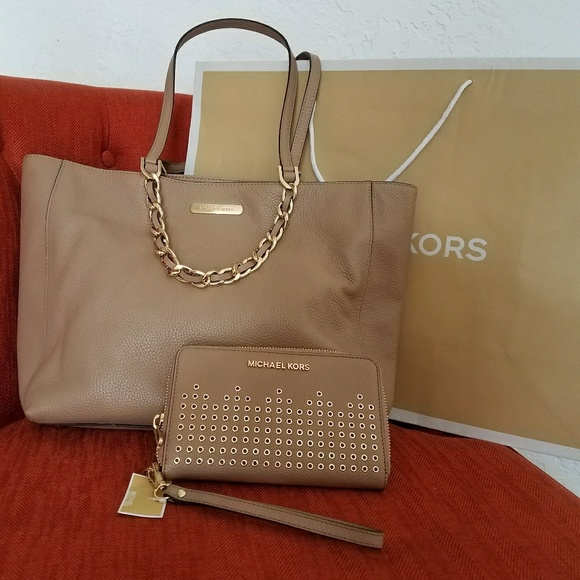Michael Kors Handbags - New set incluided wallet and handbag MICHAEL kors
